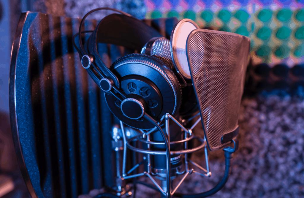 headphones on microphone