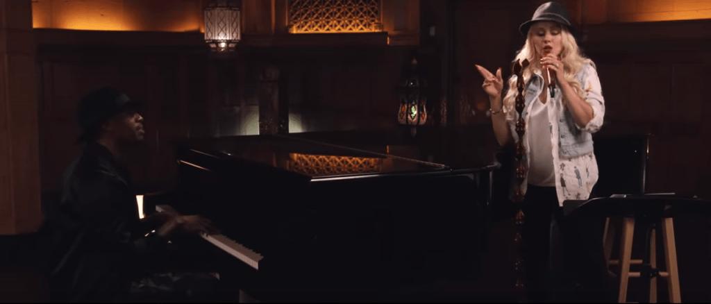 christina aguilera singing